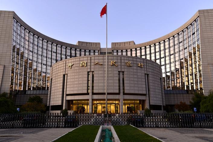 Ngân hàng Nhân dân Trung Quốc (Ngân hàng Trung ương Trung Quốc) quyết định nới lỏng chính sách tiền tệ bằng cách giảm tỷ lệ dự trữ bắt buộc để đưa thêm tiền vào lưu thông nhằm thúc đẩy tăng trưởng kinh tế.
