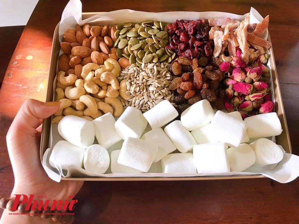 Nguyên liệu làm kẹo Nougat - kẹo hạnh phúc từ marshmallow, bơ, sữa bột và các loại hạt dinh dưỡng.