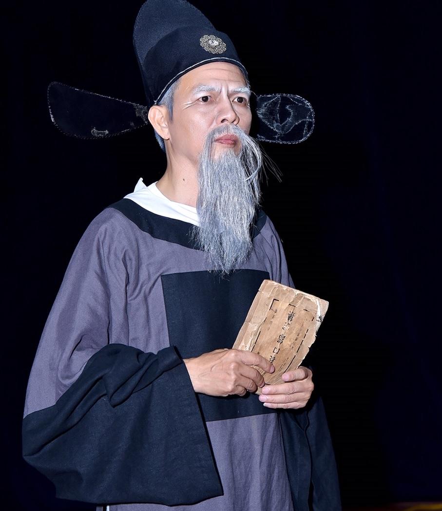 Nghệ sĩ Trọng Hiếu trong vai Lê Quý Đôn. Nguồn ảnh do Tân Hiệp Phát cung cấp