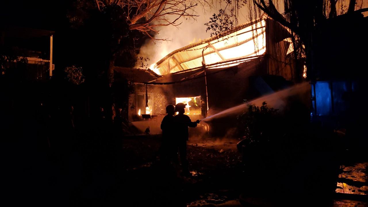 Hiện trường bên trong đám cháy