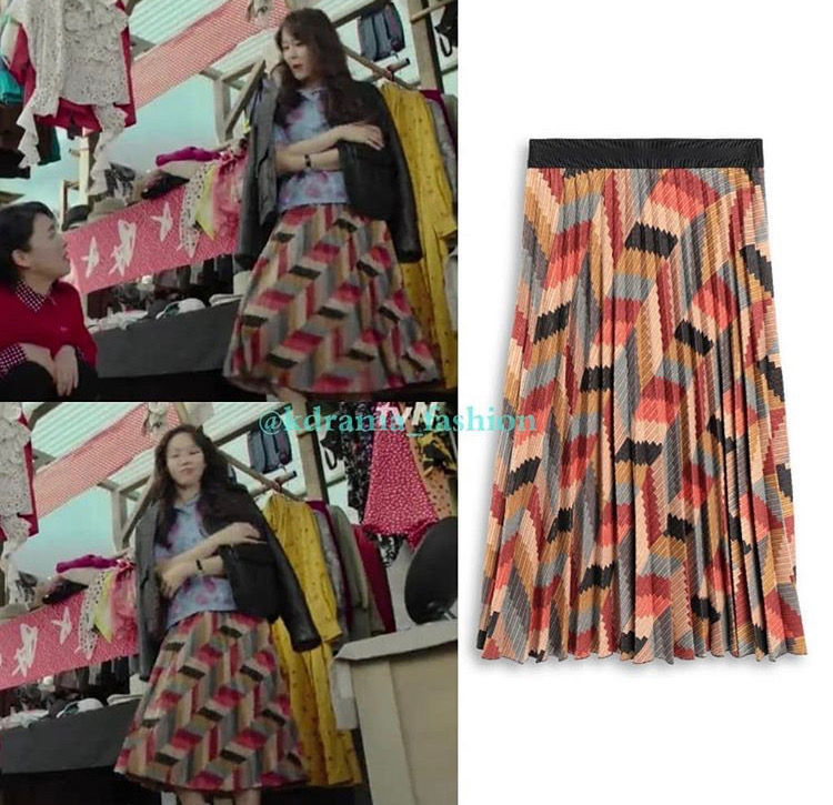 Mẫu chân váy xếp ly họa tiết nhiều màu sắc được nữ chính mặc khi đi chợ mua sắm thuộc thương hiệu M Missoni có giá 8,6 triệu đồng.