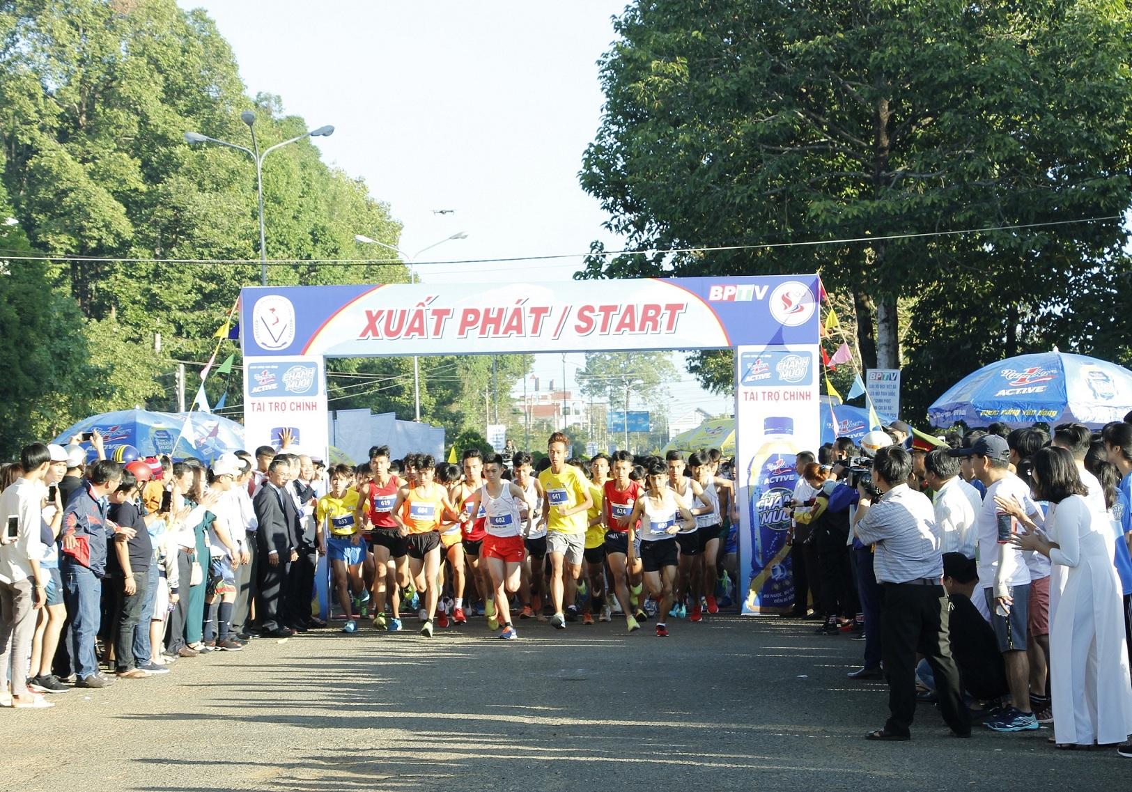 Giải diễn ra sôi nổi với sự tham dự của gần 700 vận động viên (VĐV)