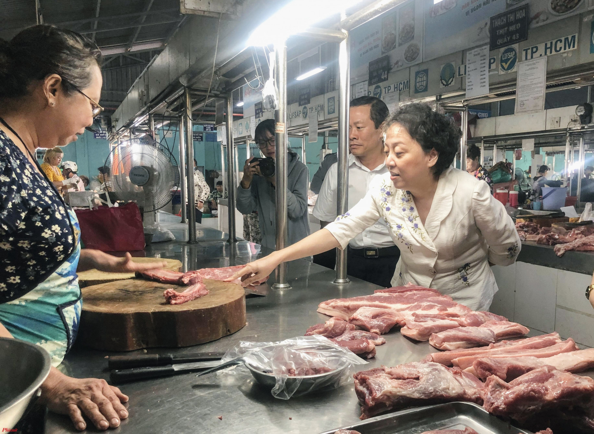 Theo bà Phạm Khánh Phong Lan, Trưởng Ban Quan lý ATTP TPHCM về công tác thanh trang, kiểm tra vấn đề về ATTP trên địa bàn TPHCM là công tác thường xuyên của các Đội Quản lý trược thuộc Ban, tuy nhiên