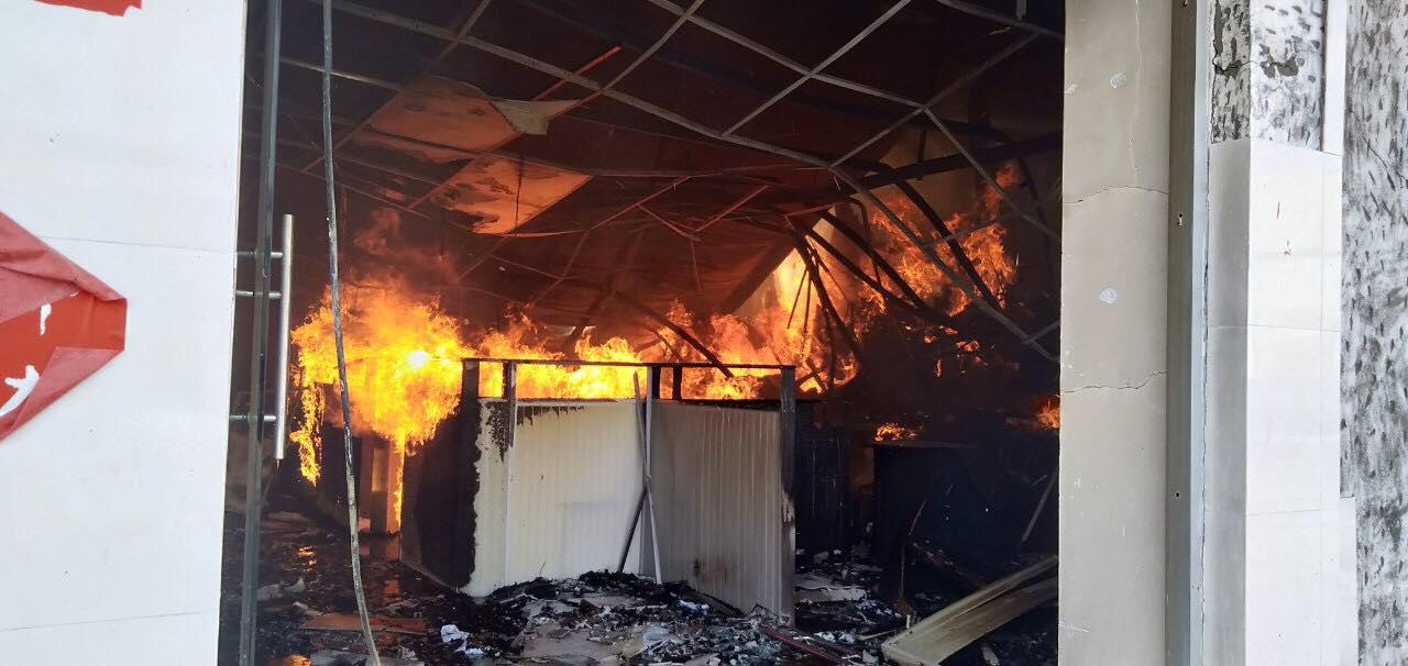 Theo một số công nhân, cháy bắt nguồn từ xưởng sơn