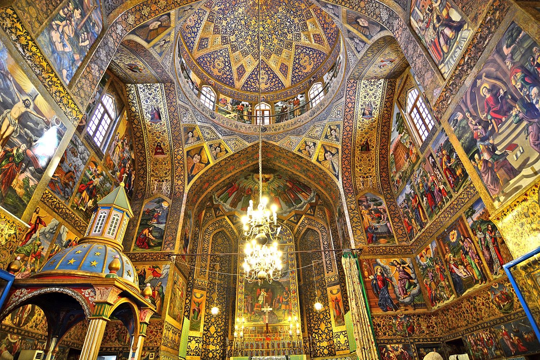 Kiến trúc bên trong nhà thờ Vank
