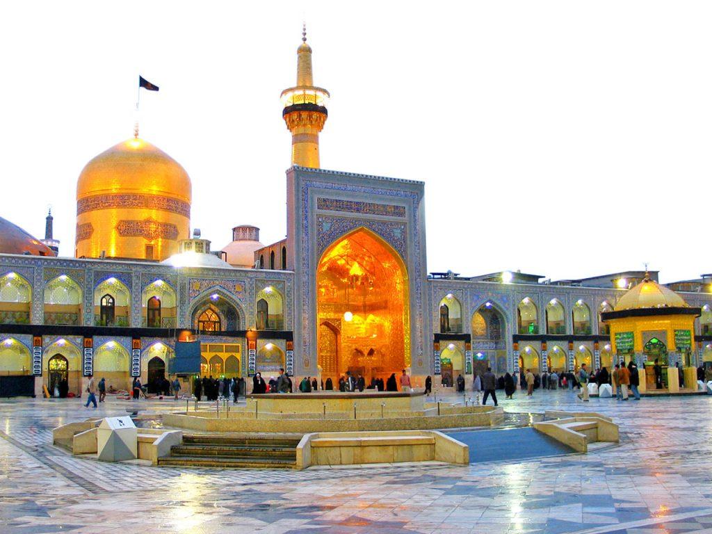 Imam Reza thu hút 25 triệu du khách mỗi năm đến hành hương