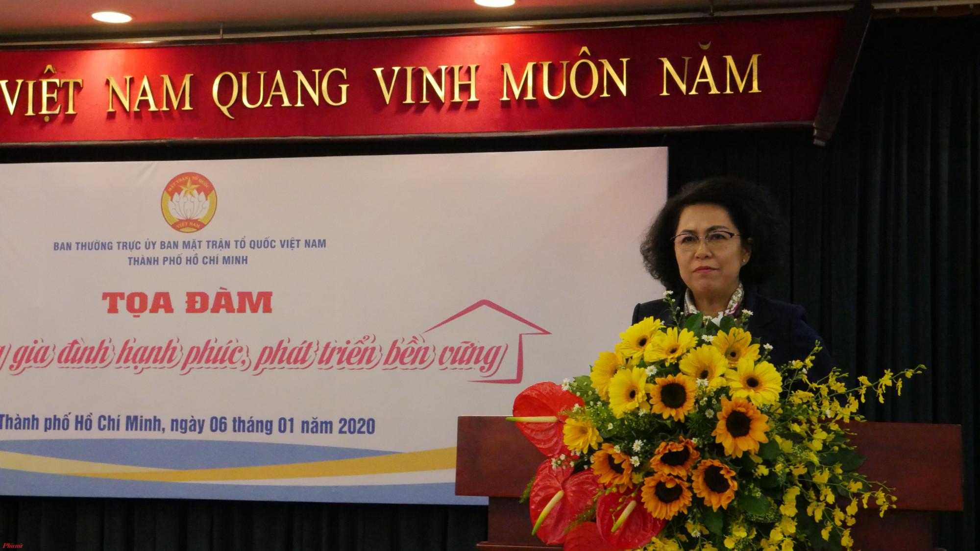 """Bà Tô Thị Bích Châu, Chủ tịch Ủy ban MTTQ Việt Nam TP.HCM nhấn mạnh: """"Lâu nay khi nhắc đến xây dựng gia đình hạnh phúc là người ta hay nhìn về người phụ nữ"""