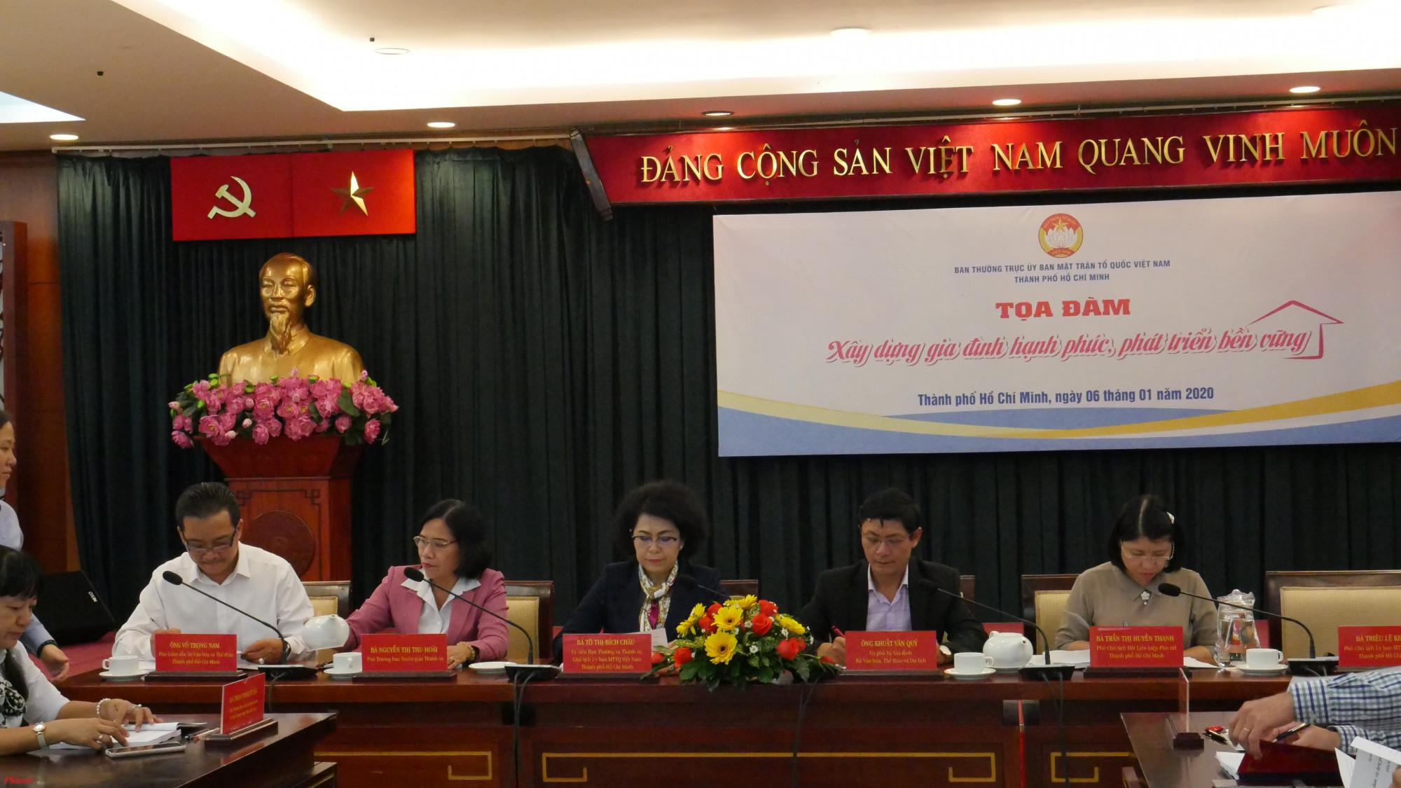 Bộ Văn hóa, Thể thao và Du lịch, Ủy ban MTTQ Việt Nam TP.HCM, Ban Tuyên giáo Thành ủy, Sở Văn hóa và Thể thao, Hội LHPN TP.HCM tham gia chủ trì tọa đàm.