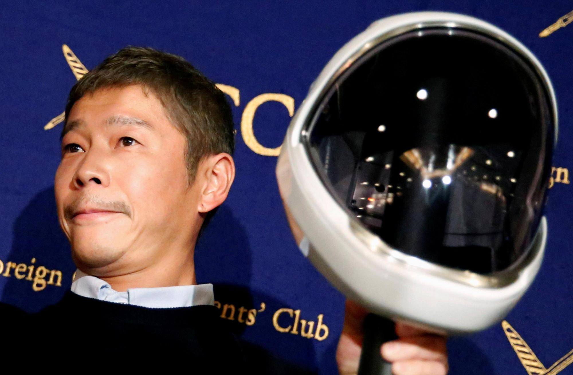 Ông Yusaku Maezawa là hành khách tư nhân đầu tiên bay vòng quanh Mặt Trăng với dịch vụ từ công ty SpaceX của tỷ phú Elon Musk.