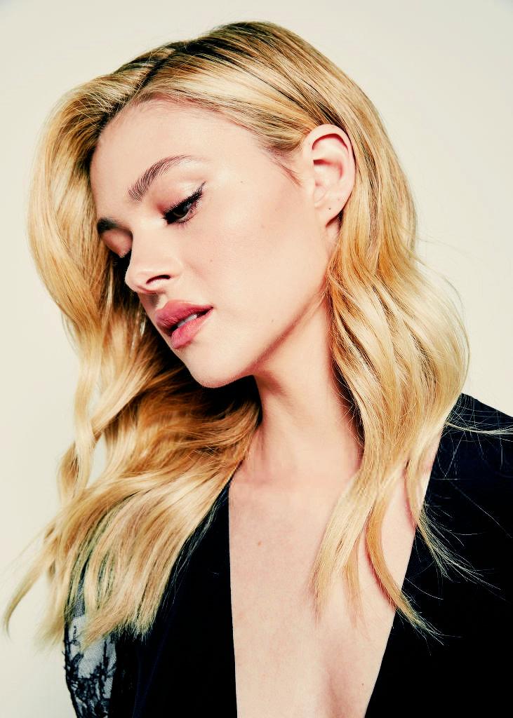 Nicola Peltz thừa hưởng vẻ đẹp từ cả bố và mẹ. Cô là một trong những tiểu thư giàu có sở hữu vẻ ngoài cuốn hút như thiên thần.