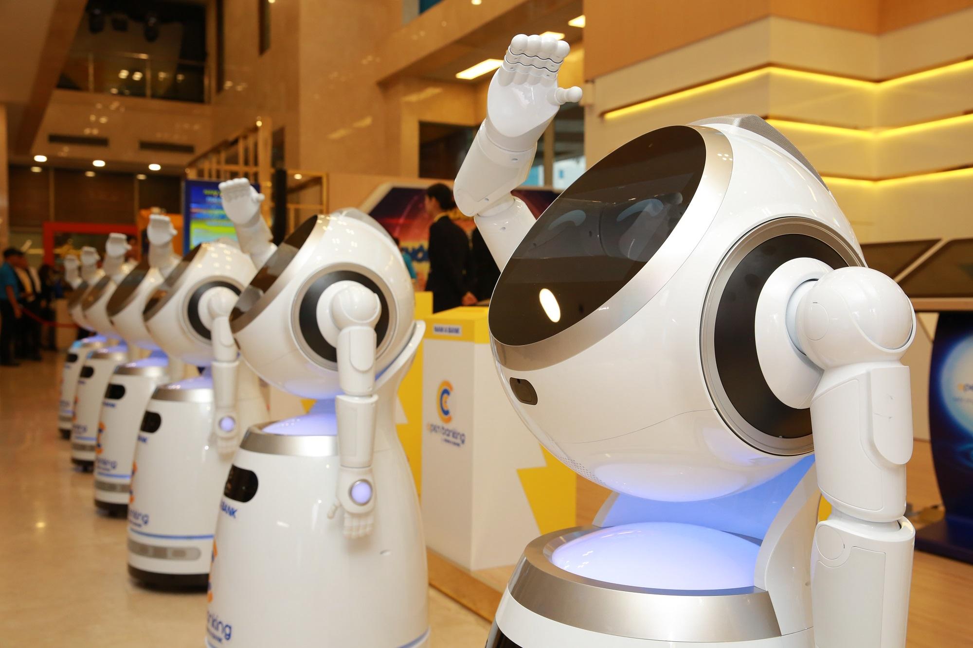 Nam A Bank là ngân hàng đầu tiên tại Việt Nam đưa robot vào giao dịch