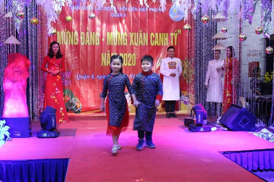 Các bé cùng vui diễn với áo dài