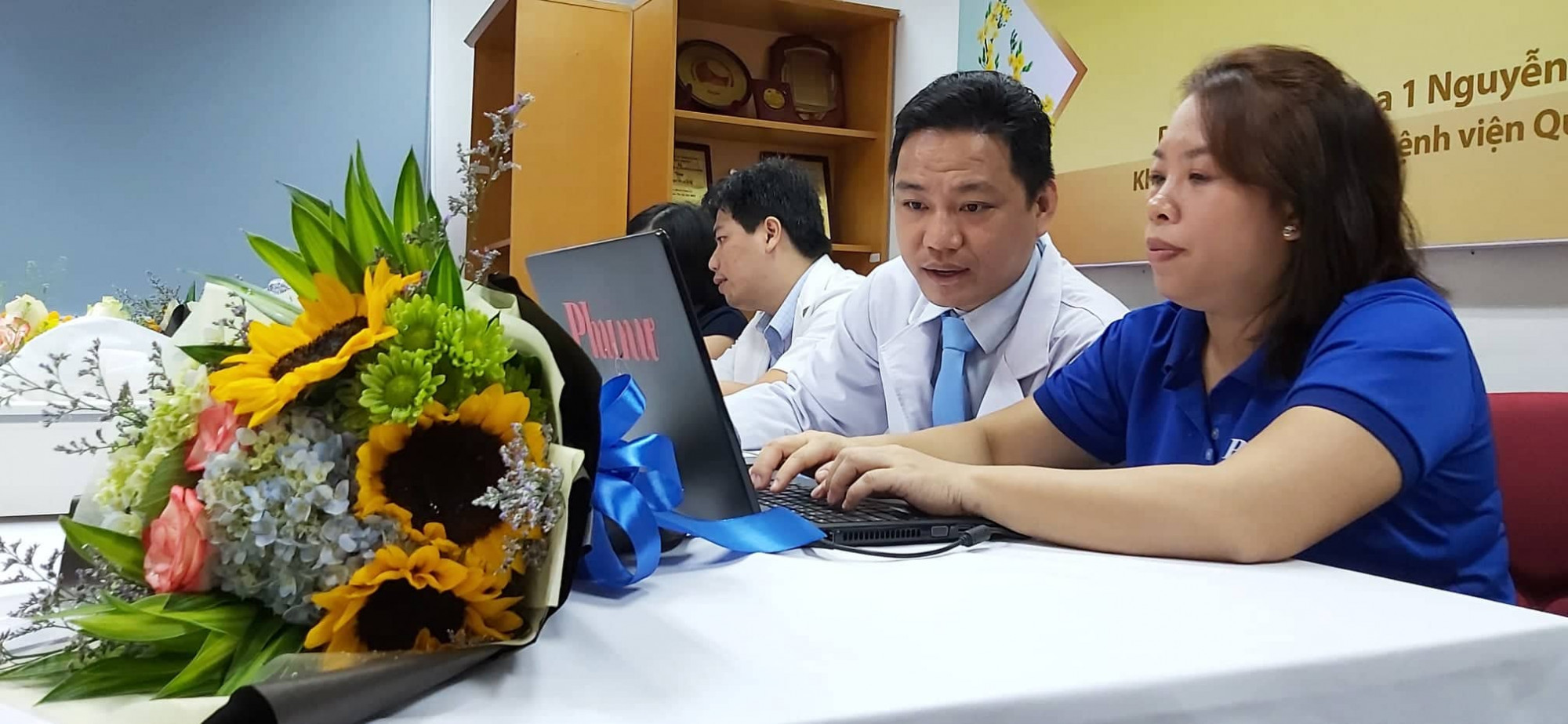 Bác sĩ Mai Hóa trả lời giao lưu trực tuyến