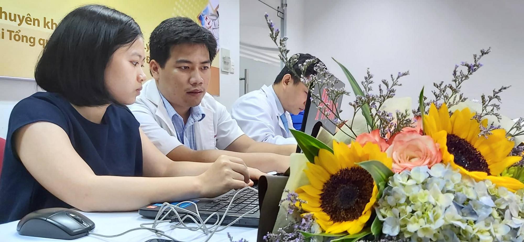 Bác sĩ Nguyễn Minh Lý trả lời giao lưu trực tuyến