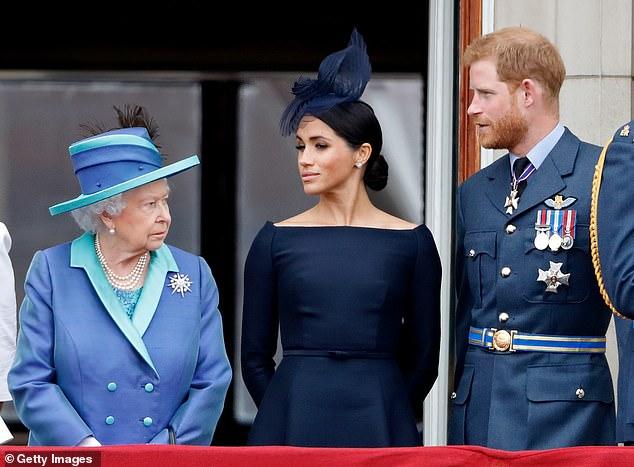 Việc Nữ hoàng không còn gọi vợ chồng Harry và Megan là Công tước và Công nương xứ Sussex dẫn đến suy đoán rằng cặp đôi hoàng gia đã phải từ bỏ tước hiệu hoàng gia - Ảnh: Getty Images