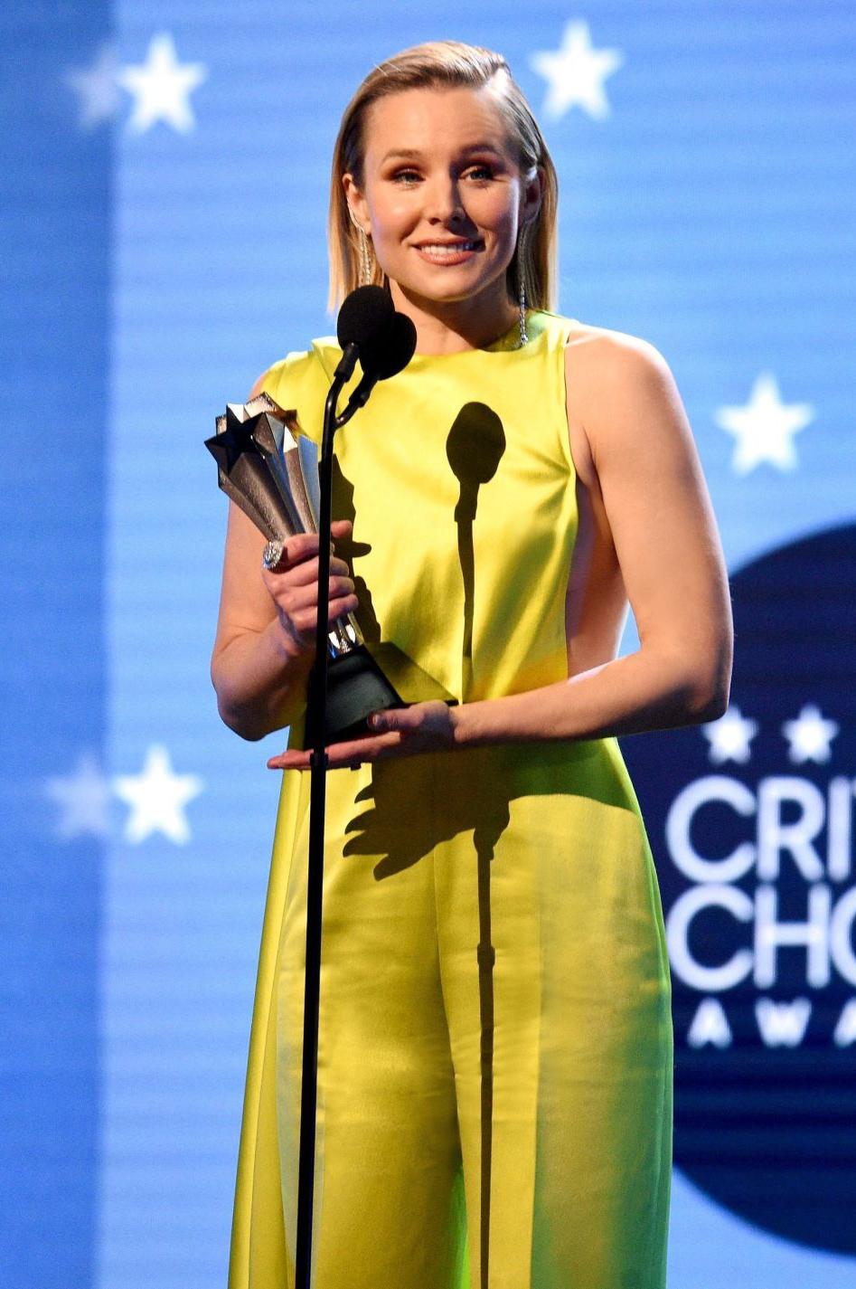 Mới đây, trong lễ trao giải Critic's Choi Award 2020 vừa diễn ra, nữ diễn viên kiêm ca sĩ nổi tiếng người Mỹ - Kristen Bell đã được trao giải #SeeHer nhằm tôn vinh những người phụ nữ dám phá vỡ giới hạn, vượt ra khỏi rào cản định kiến về giới trong ngành giải trí.