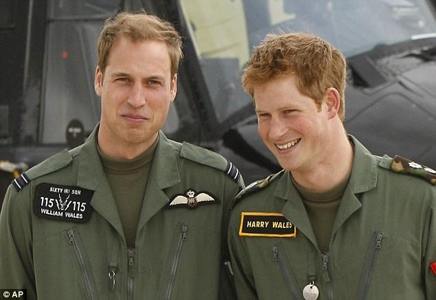 Hoàng tử William và Hoàng tử Harry trong trang phục của lực lượng không William và Harry đều tham gia khóa đào tạo sĩ quan tại Học viện Quân sự Hoàng gia Sandhurst. William phục vụ như một phi công với Lực lượng Tìm kiếm và Cứu nạn của Không quân Hoàng gia, trong khi Harry phục vụ trong Quân đội Anh ở Helmand, Afghanistan trong hơn hai tháng.quân Hoàng gia.