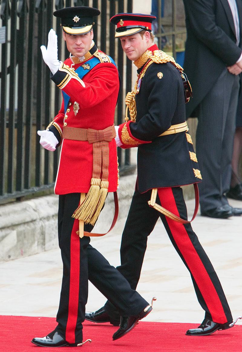 Trong ngày trọng đại của Hoàng tử William vào tháng 4/2011, Hoàng tử Harry đã trở thành người làm chứng cho tình yêu của anh trai và Công nương Kate