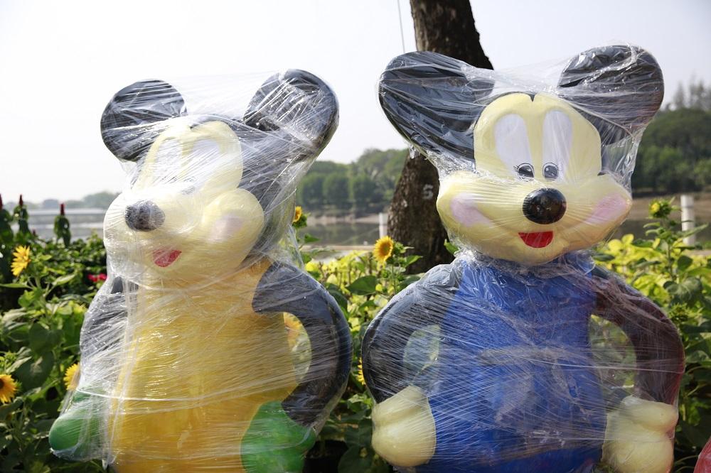 Bên cạnh chuột tài lộc, Đường xuân Phú Mỹ Hưng năm nay còn có sự góp mặt của các linh vật ngộ nghĩnh khác như: chuột hoạt hình, chuột thầy bói, chuột sum vầy, chuột cưỡi trâu, chuột chiêu tài, đám cưới chuột …
