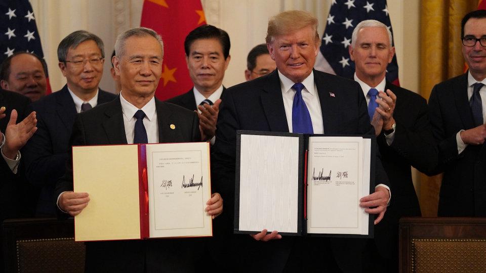 Hoa Kỳ và Trung Quốc đã ký một thỏa thuận đánh dấu việc ngừng bắn cuộc chiến thương mại giữa hai quốc gia - Ảnh: Wang Ying/Xinhua/Zuma Press