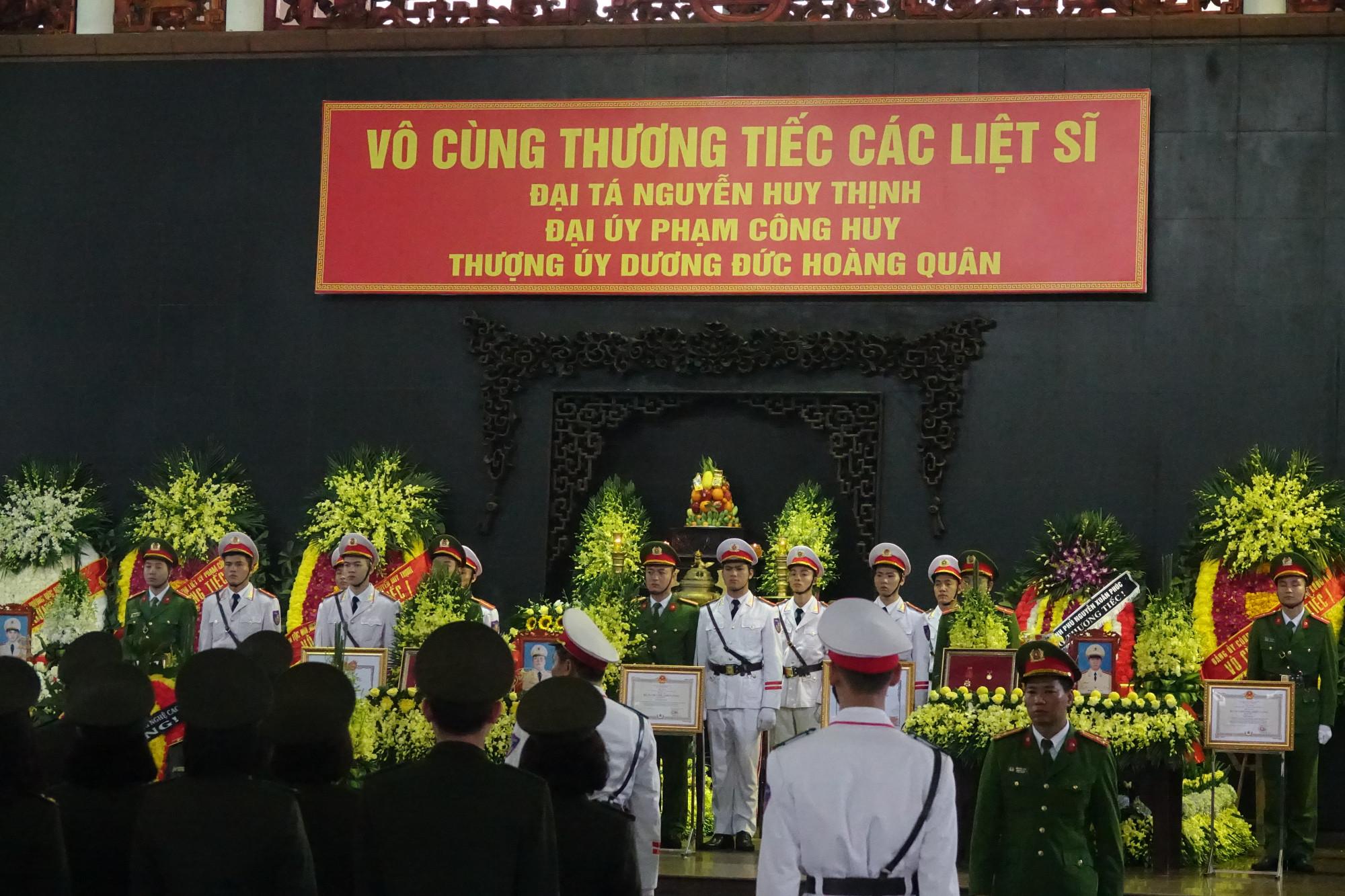 Tang lễ của 3 liệt sĩ được tổ chức trọng thể theo nghi thức của lực lượng Công an nhân dân.