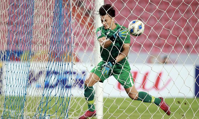Tình huống thủ môn Bùi Tiến Dũng mắc sai lầm để các cầu thủ U23 Triều Tiên gỡ hòa