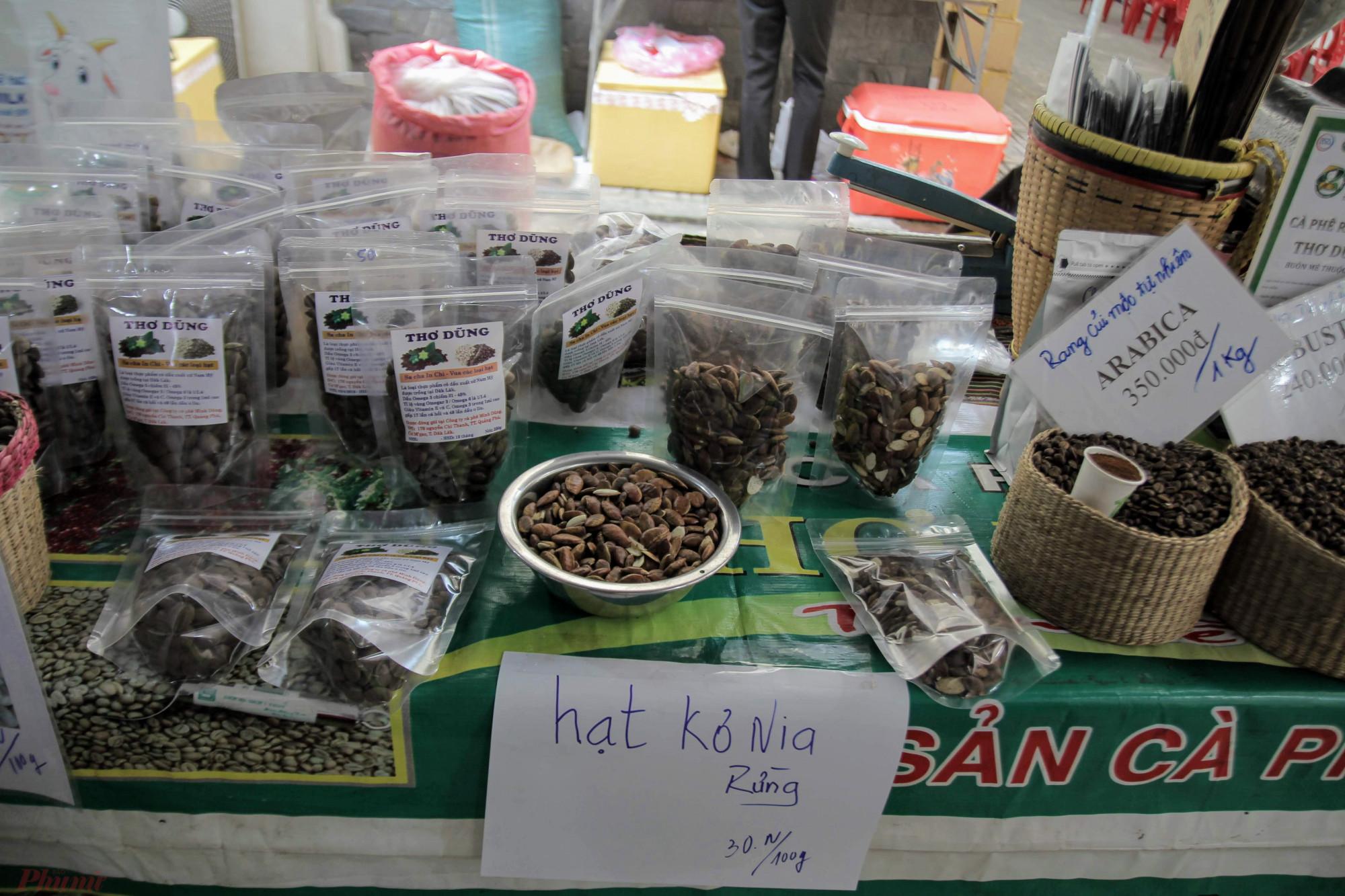 Khá lạ miệng với hạt Kơnia một loại cây đặc trưng của vùng đất Tây Nguyên đã đi vào thơ ca với mức giá 30