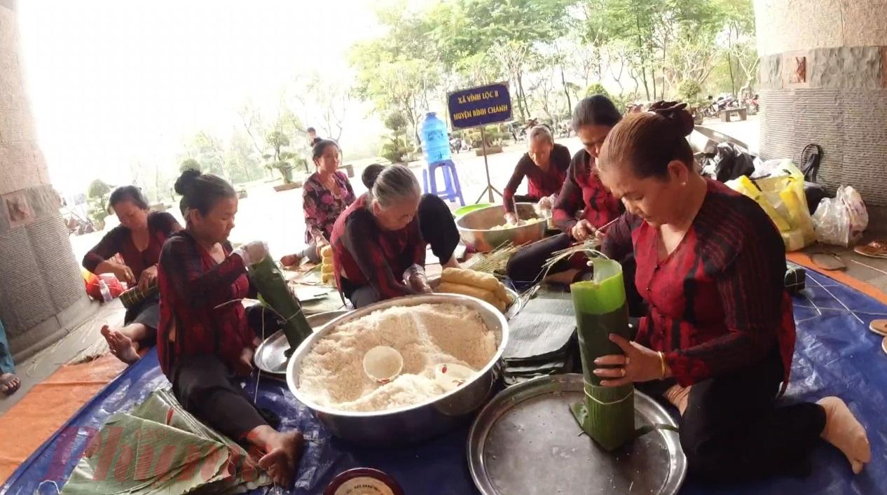 20 đội trong đó có 05 đội thanh thiếu niên cùng tham gia hội thi gói - nấu bánh Tét xuân Canh Tý 2020.