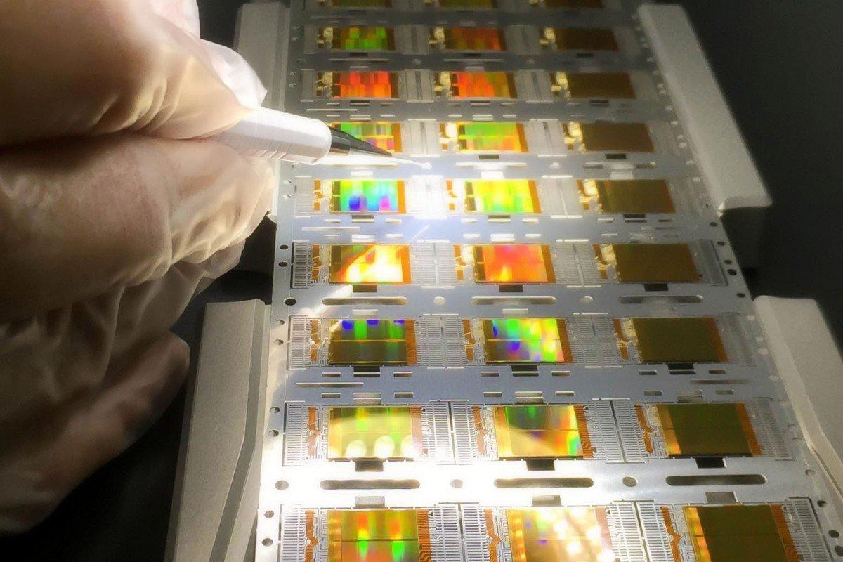 Trung Quốc đặt mục tiêu tăng sản xuất trong nước đối với các linh kiện bán dẫn quan trọng, bao gồm chip và hệ thống điều khiển, lên 75% vào năm 2025 - Ảnh: Shutterstock