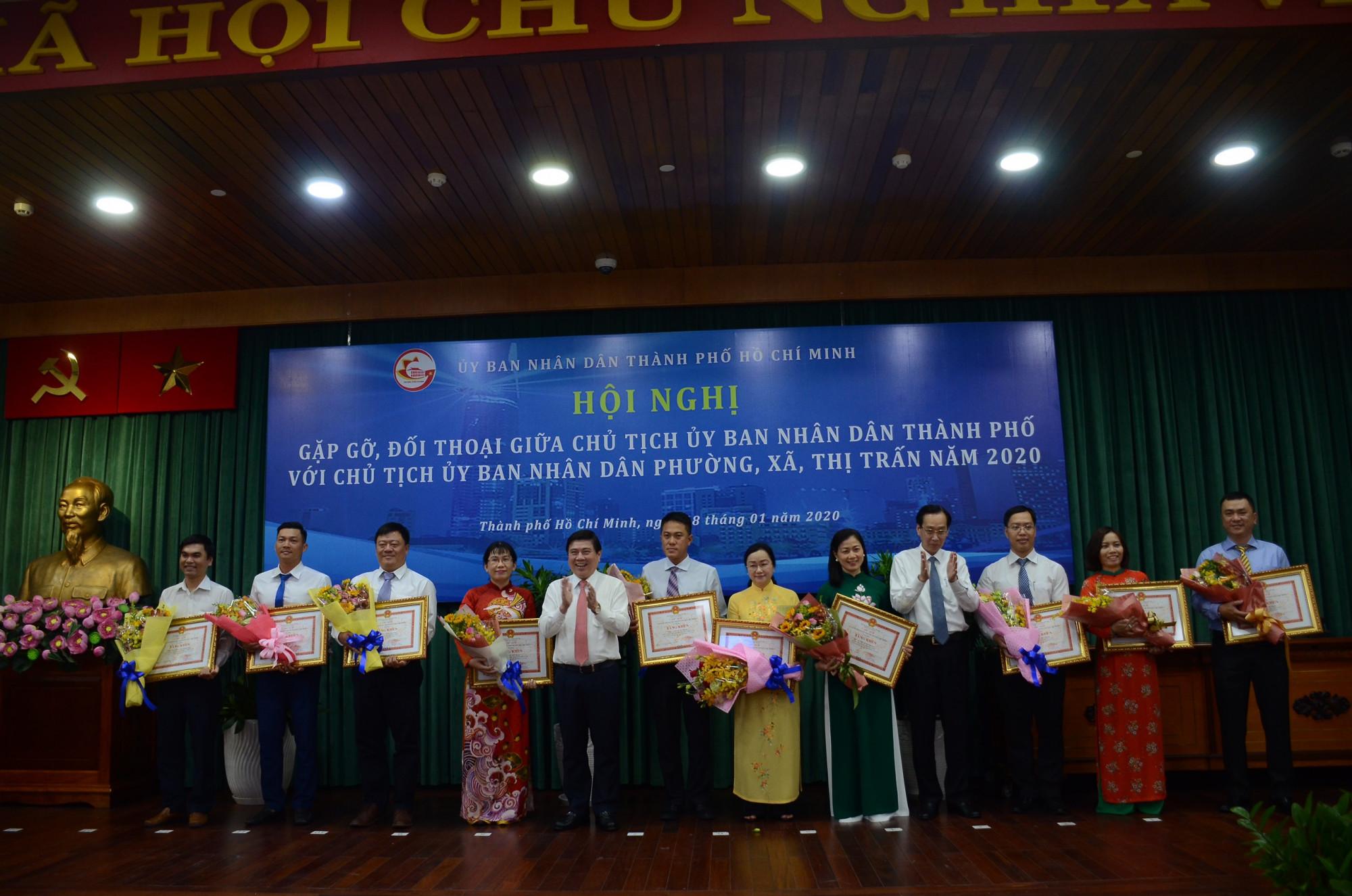 UBND TPHCM tặng Bằng khen cho 24 chủ tịch UBND phường, xã, thị trấn có thành tích cao xuất sắn, tiêu biểu năm 2019.