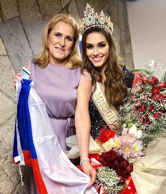 Hoa hậu Toàn cầu 2019 - Karolina Kokesova (trái)
