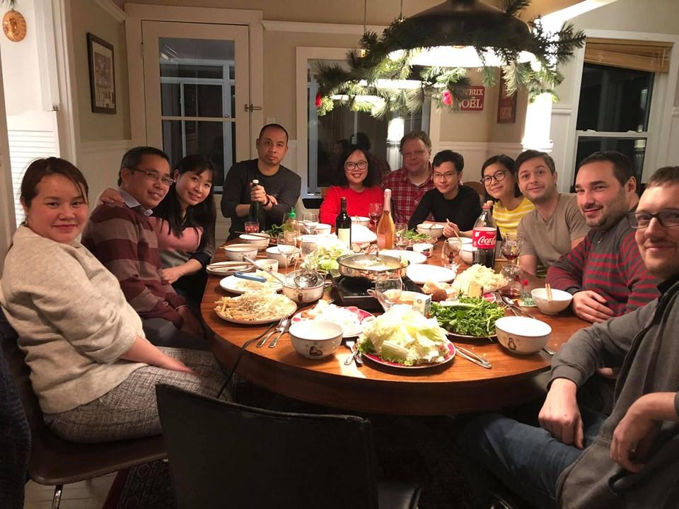 Gia đình và bạn bè ở Quebéc họp mặt mừng xuân