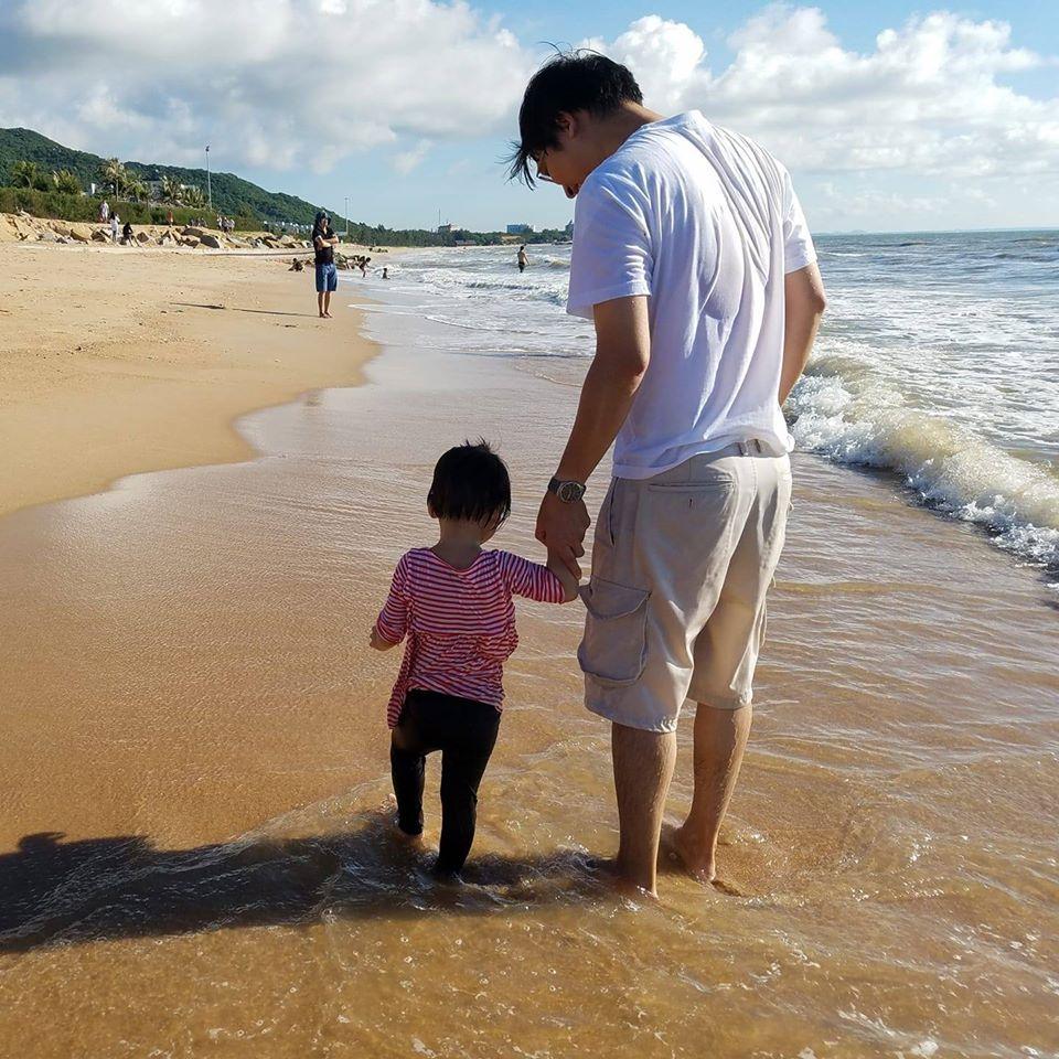 Anh Viễn cùng con gái út