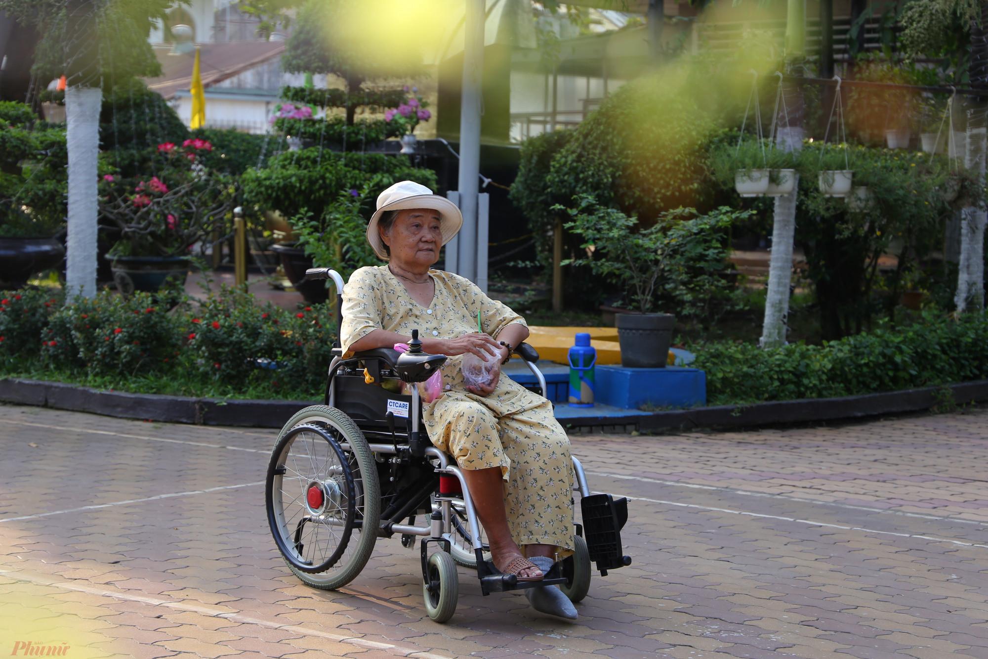 Cụ Liên 81 tuổi, hàng ngày đều chào ngày mới bằng ly cè phê sữa đá