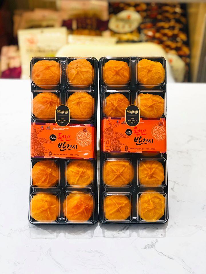 Hồng treo gió Hàn Quốc vào hộp có giá hơn 2 triệu đồng/hộp tại một cửa hàng trái cây ngoại ở quận 1, TPHCM.