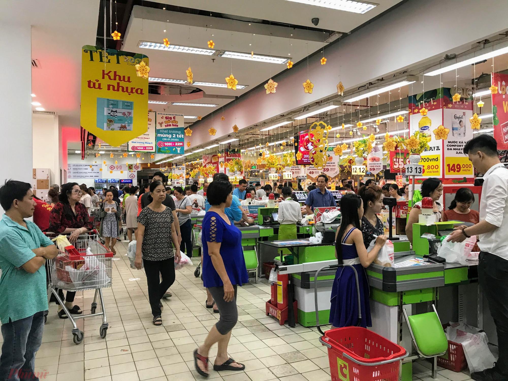 Hơn 22h tại két tính tiền của siêu thị Big C Miền Đông đường Tô Hiến Thành, quận