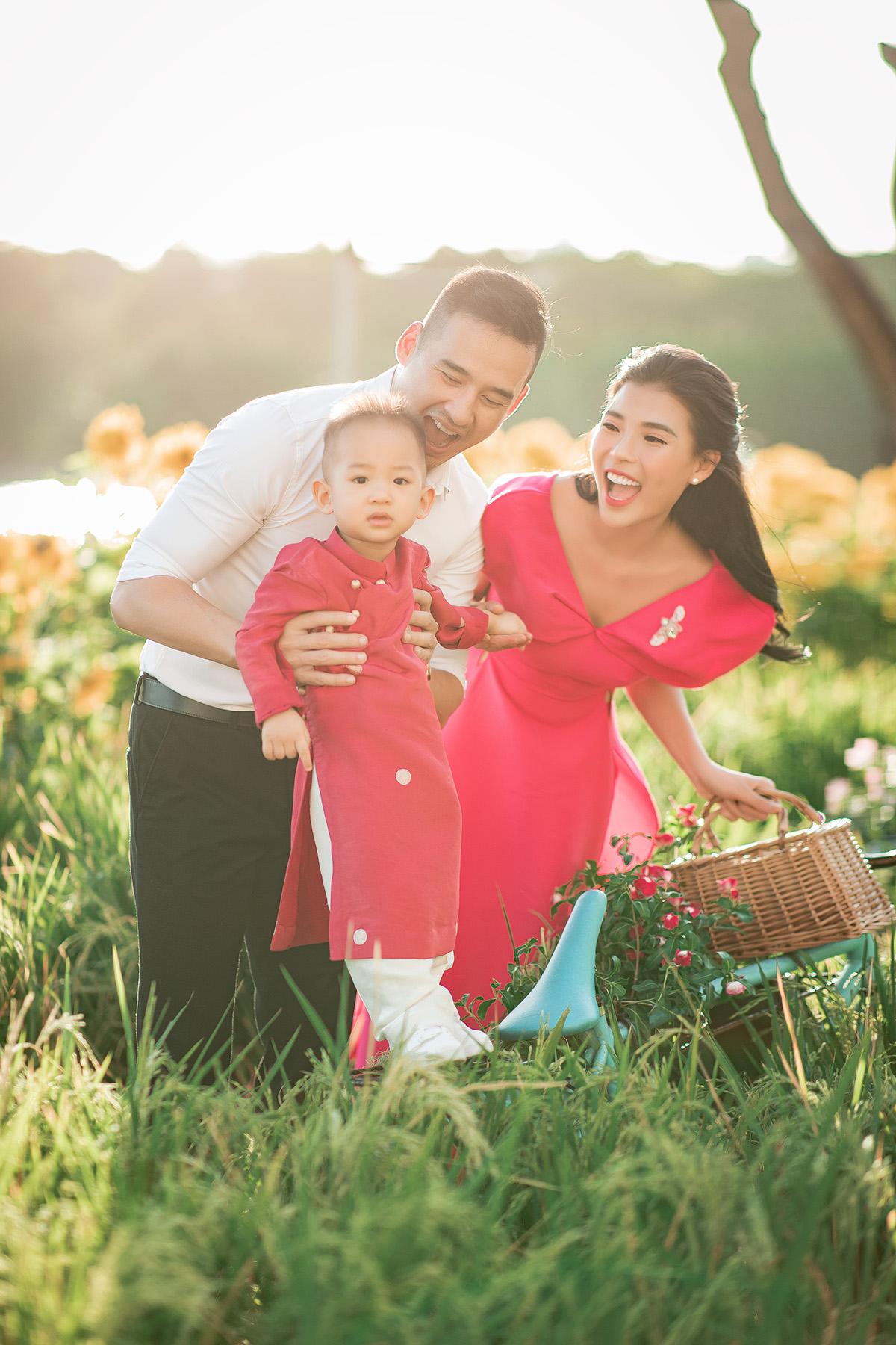 Tranh thủ những ngày nghỉ Tết Nguyên đán quý giá, gia đình Lương Thế Thành và Thuý Diễm đã ghi lại những khoảnh khắc đầy hạnh phúc với con trai Bảo Bảo.