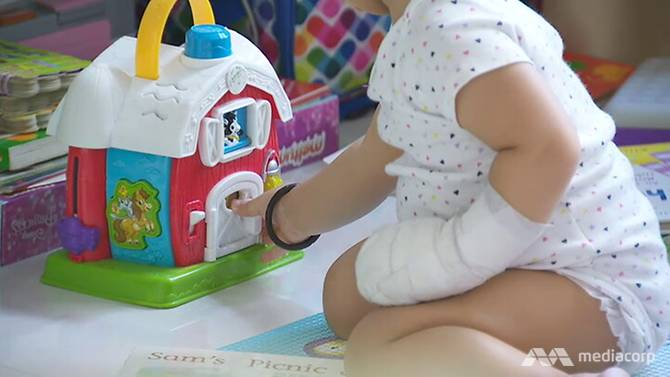 Bé gái 16 tháng tuổi có thể cần cấy ghép da để không ảnh hưởng khả năng cử động bàn tay.