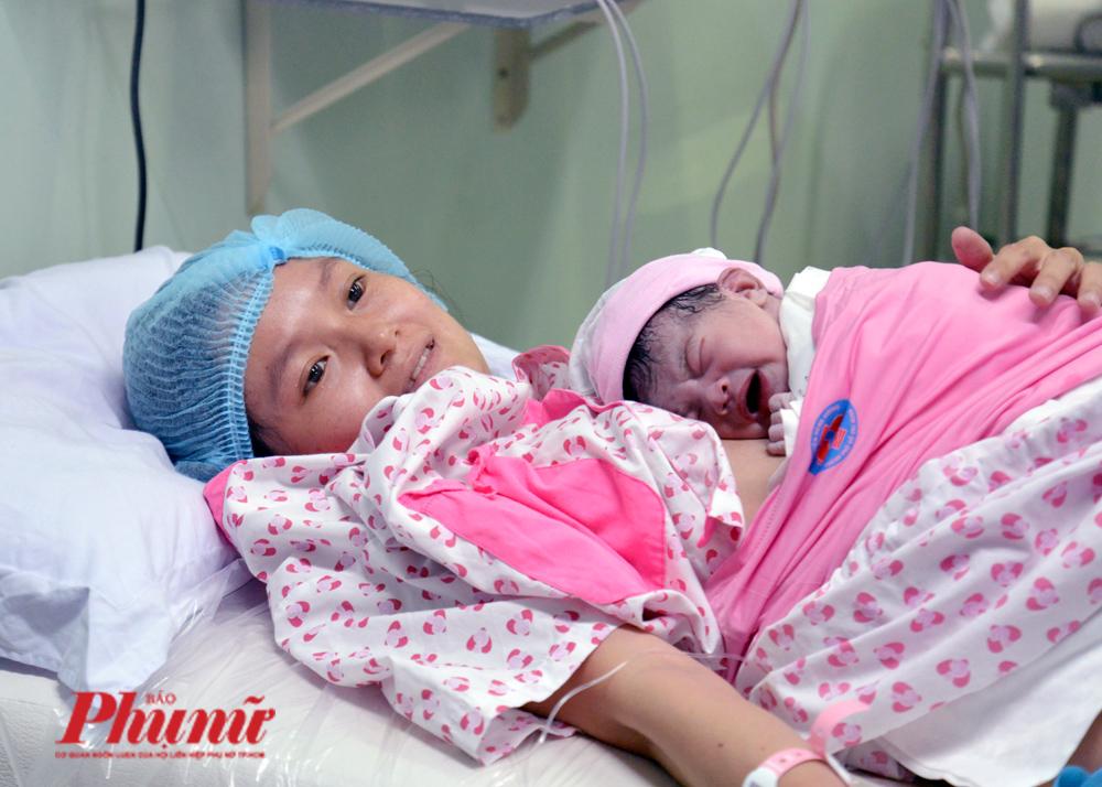 Chị Nguyễn Thị Kim Dung sinh bé gái vào đúng thời khắc 0 giờ 0 phút ngày 25/1/2020 (Mùng 1 Tết Canh Tý)