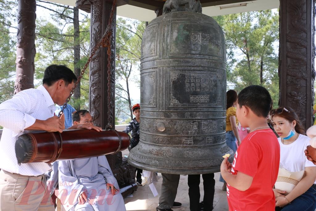 Truyền thống của người Huế đi chùa họ mong cầu đó là an lành đến với họ, đến với gia đình và đến với xã hội trong dịp đầu năm. Khi đã có được sự an lành vào đầu năm thì chắc chắn trong suốt năm đó gia đình họ cũng hanh thông và tốt đẹp