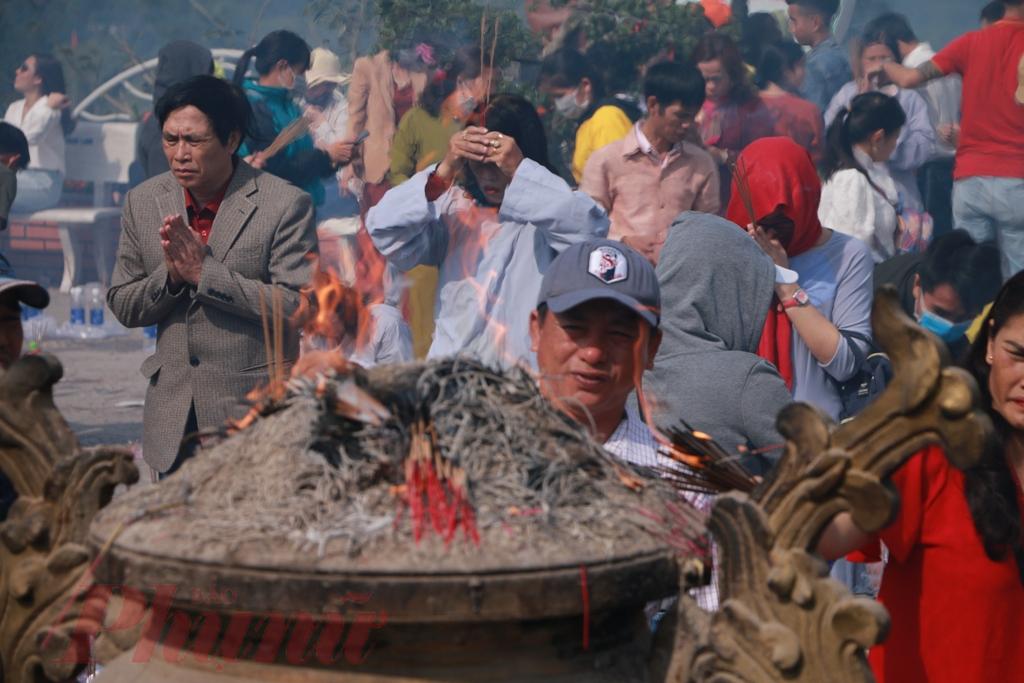 Với người dân xứ Huế, đi lễ chùa vào ngày Tết, ngày xuân, cốt làm sao lòng phải thành, tâm phải thiện, không cần lễ vật đầy mâm; ăn nói, đi đứng từ tốn, nhường nhịn, tránh xô bồ, xô đẩy..