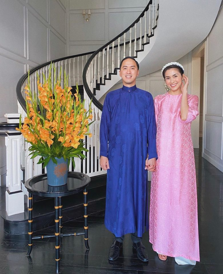 Diễn viên Tăng Thanh Hà xinh đẹp, trẻ trung với chiếc áo dài có tông hồng ngọt ngào. Thiết kế với phom rộng mang đến nét đẹp cổ điển, thanh lịch.