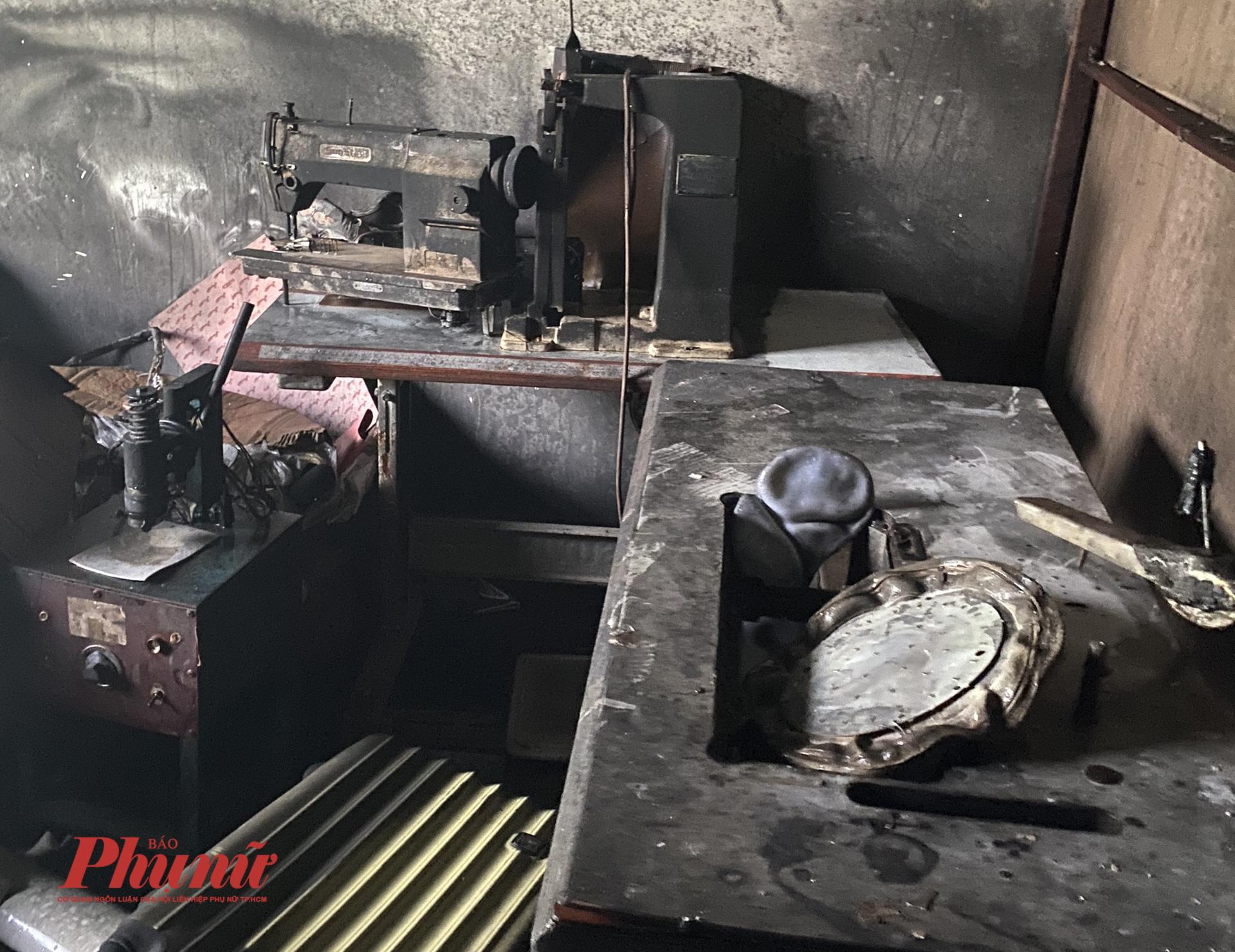 03 chiếc máy may biến dạng