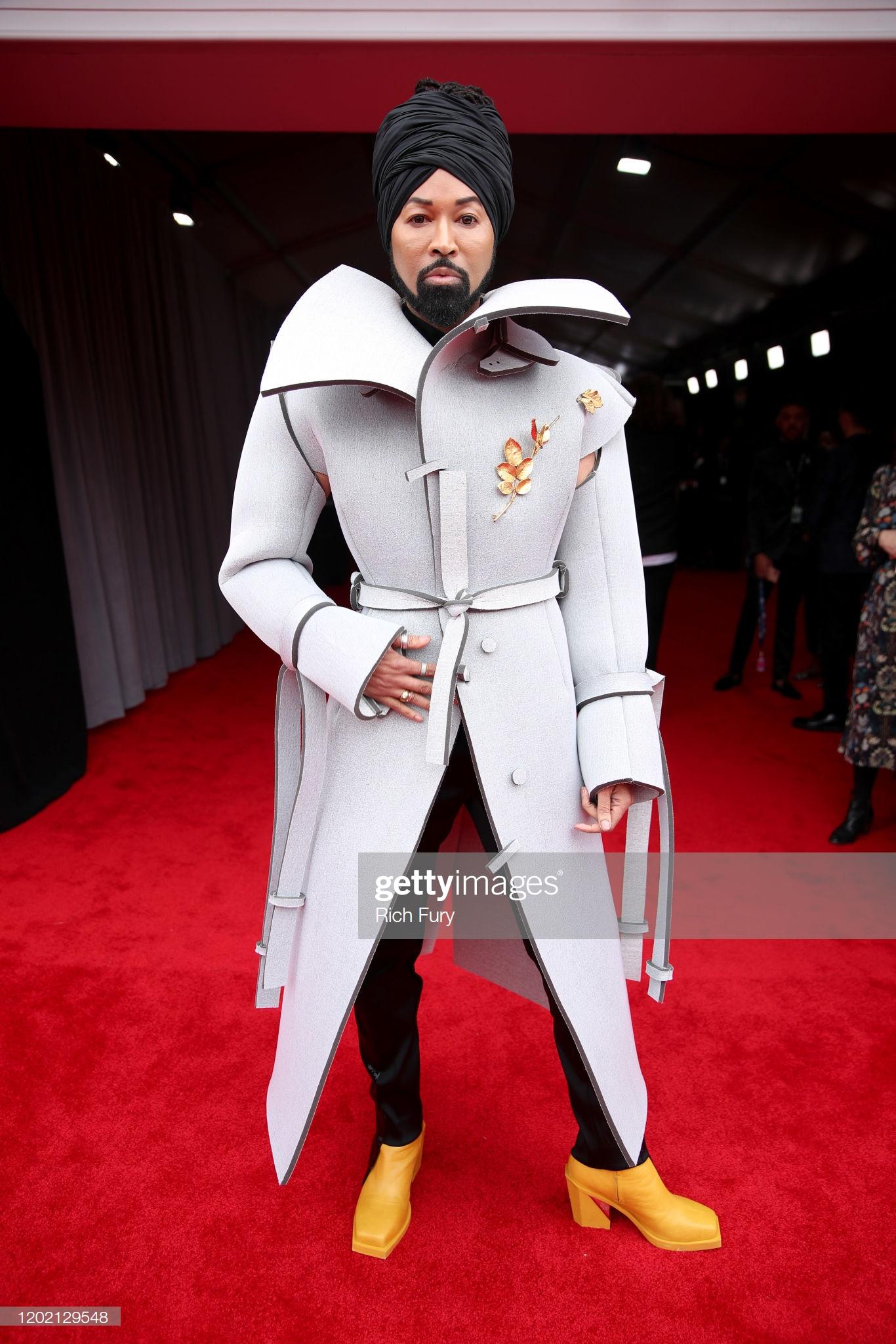 Những bộ trang phục ấn tượng không thiếu tại thảm đổ Grammy 2020. Trong hình là