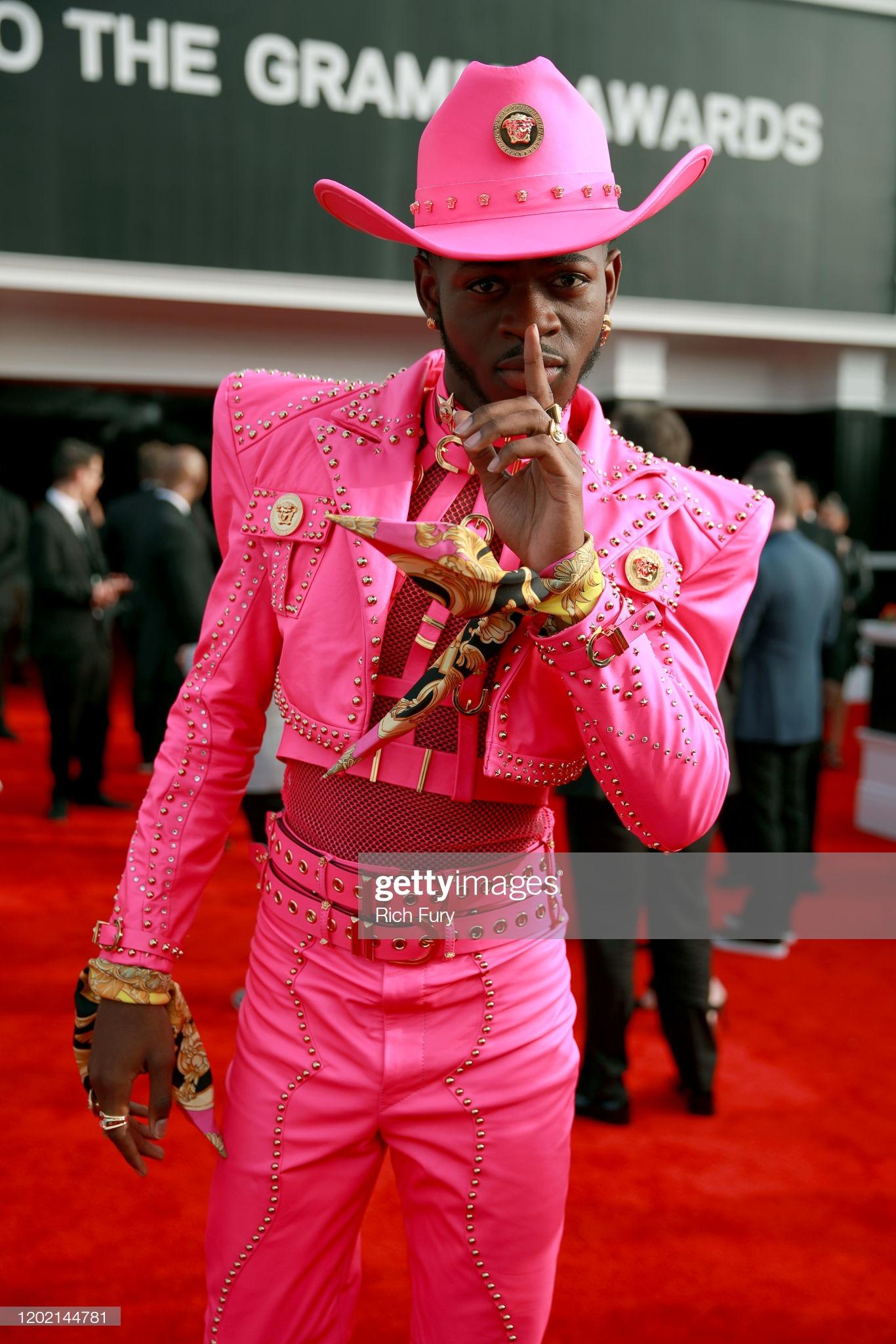 Lil Nas X với trang phục không thể nổi bật hơn