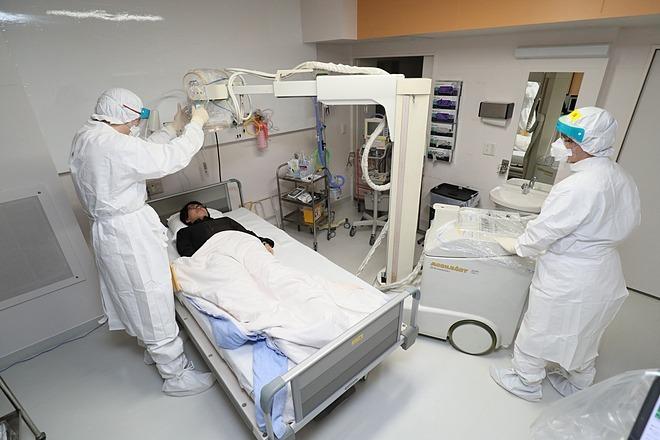 Bệnh nhân được cấp cứu vì bệnh viêm phổi do virus corona