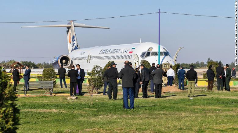 Chiếc máy bay dường như không hư hại nhiều sau cú hạ cánh thất bại.