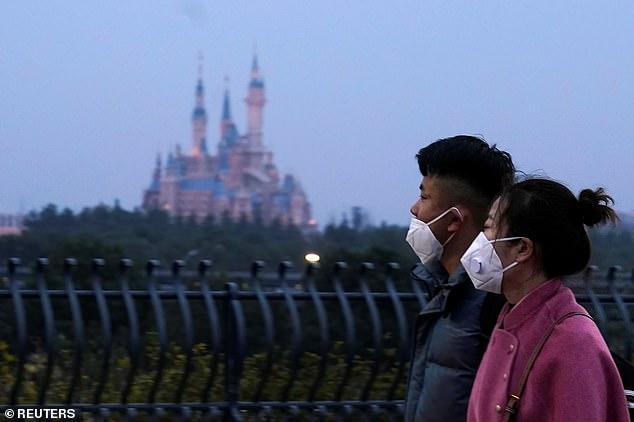 Công viên Disneyland ở Thượng Hải và nhiều địa điểm giải trí khác đã đóng cửa để tránh nguy cơ lây nhiễm.
