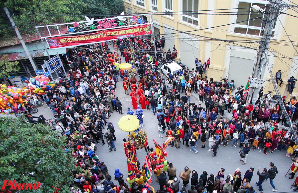 Hàng ngàn người đổ về Đồng Kỵ để xem lễ hội Rước pháo mỗi năm