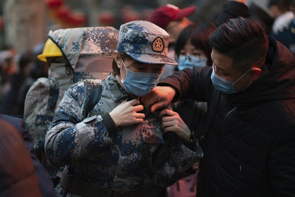 Trung Quốc đã huy động lực lượng quân y từ các nơi đến Vũ Hán để hỗ trợ kiểm soát, xử lý dịch bệnh.